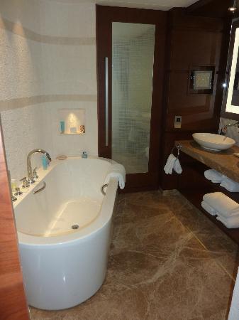 Jumeirah Beach Hotel: Bath