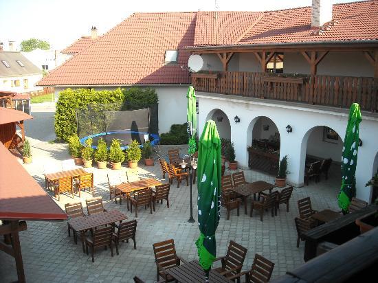 Unicov, Çek Cumhuriyeti: Cortile del hotel