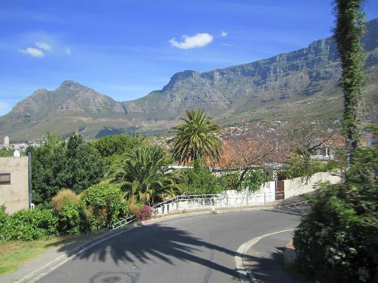 21 Braemer: Road to table mountain