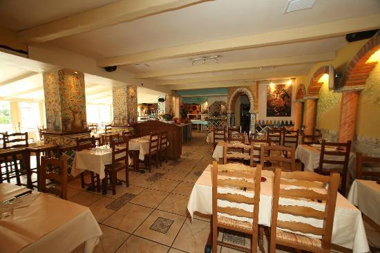 Nice Le Patio: Aperçu De La Salle Du Restaurant