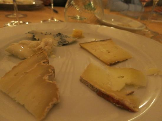 LA SCHIAVIA : cheeses at the end of the meal