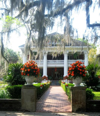 Herlong Mansion Bed and Breakfast Inn: Wedding Entrance