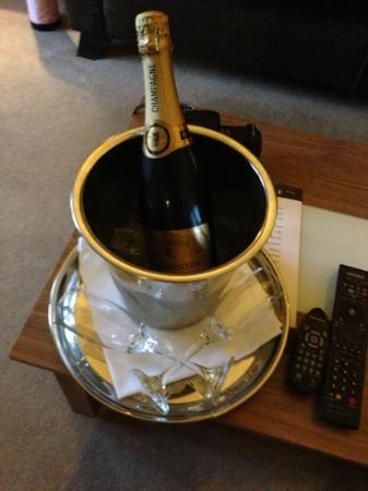 Cranleigh Boutique: house champagne