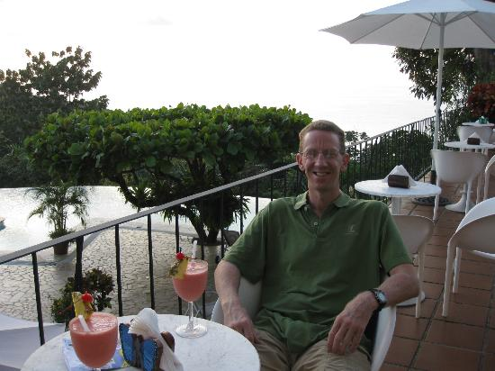 La Mariposa Hotel: having welcome drink at sunset bar