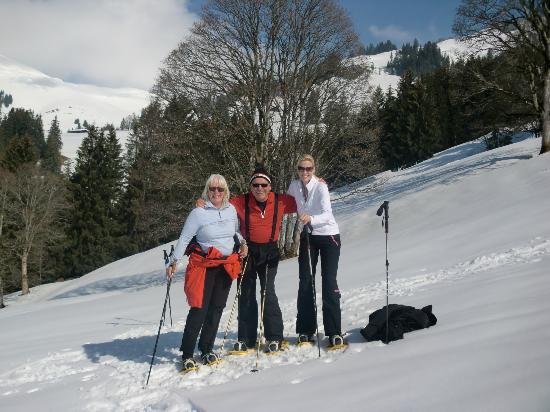 Sport- Wellnesshotel Bichlhof: Snow shoeing with other guests from Germany