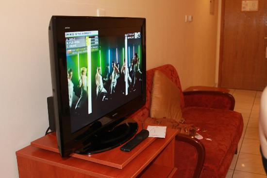 Savoy Central Hotel Apartments : LCD cable TV