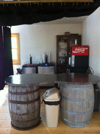 Casa de Loco Winery: Bar area in reception hall. There was a leaking keg and it smelled like stale beer.