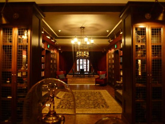 The Los Angeles Athletic Club: Hall on 3rd. Floor