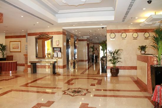 Savoy Central Hotel Apartments: hotel entrance