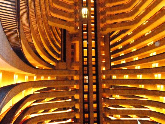Atlanta Marriott Marquis: View on the 20th floor of the interior of the halls and elevator