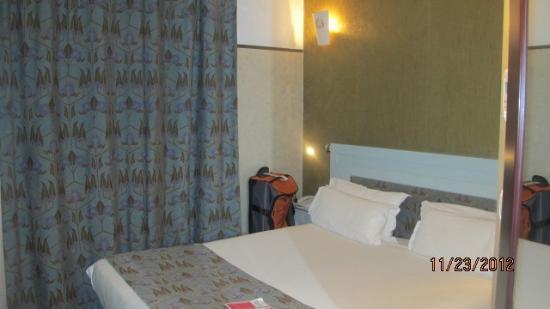 โรงแรมไอเฟลเซน ปารีส: Room