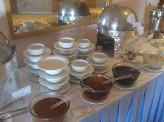 هوليداي إن ريزورت لوس كابوس أول إنكلوسف: breakfast cereals, pancakes, and french toast 