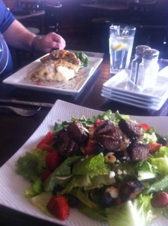 Andover, Канзас: chicken fried steak and the steak salad