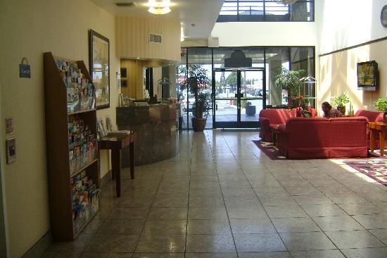 Days Inn & Suites Artesia: Lobby