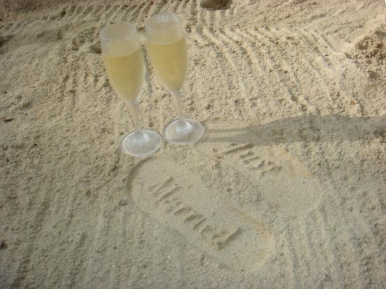 Sandals Ochi Beach Resort: Free Champagne - We got away with getting the whole bottle from the bar!