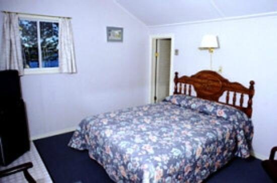 Emery's Cottages on the Shore: Bedroom