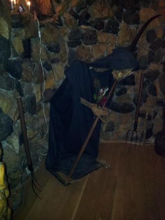 Hunter Prince Castle & Dracula Hotel: La muerte. Decoración del Comedor.