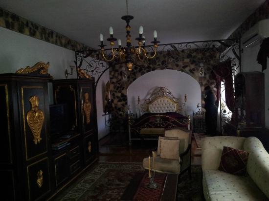 Hunter Prince Castle & Dracula Hotel: Habitación del Apartamento.