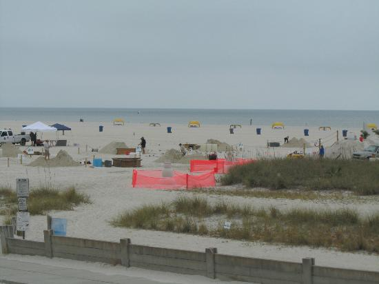 Bilmar Beach Resort: The beginning of the sand sculpture competition seen from balcony
