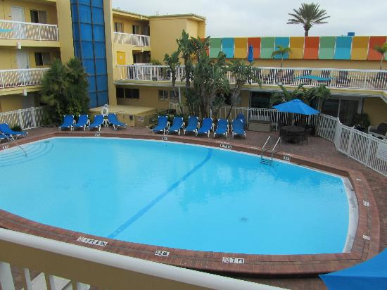 Bilmar Beach Resort : The pool and Jacuzzi is there also.