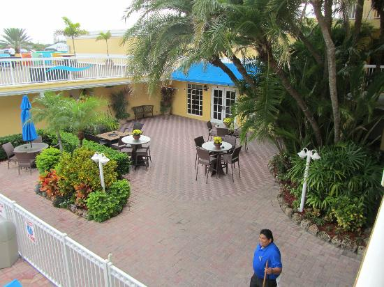 Bilmar Beach Resort: Garden area