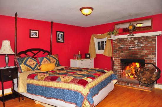 Bartlett Inn: Romantic Bemis Cottage with Wood Fireplace