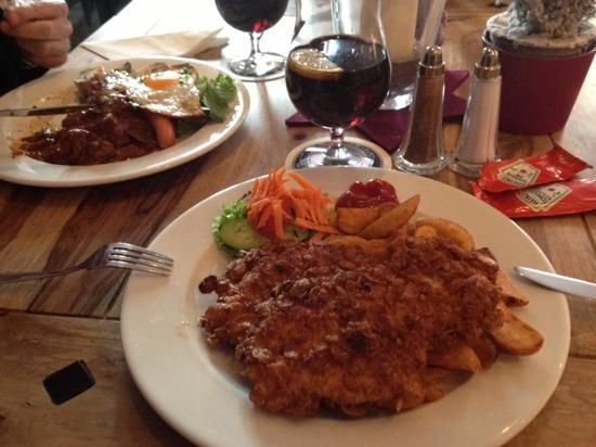 Waldfee : Fiaker Gulasch und Knusper Putenschnitzel