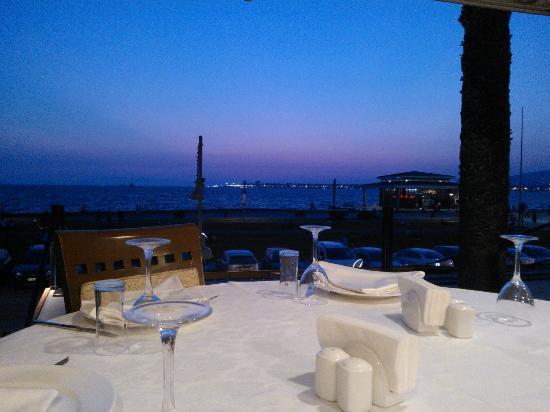 Kordon Yengec Restaurant: Прекрасный вид на море.