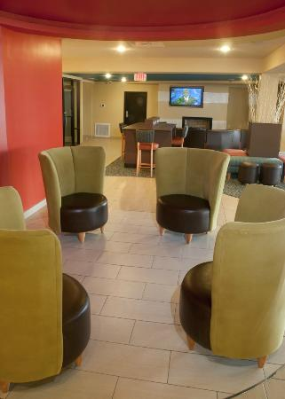 BEST WESTERN PLUS Sandcastle Beachfront Hotel: One seating area in our lobby.