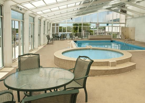 Best Western Plus Sandcastle Beachfront Hotel: Kiddie Pool accompanies our indoor, seasonally heated pool.