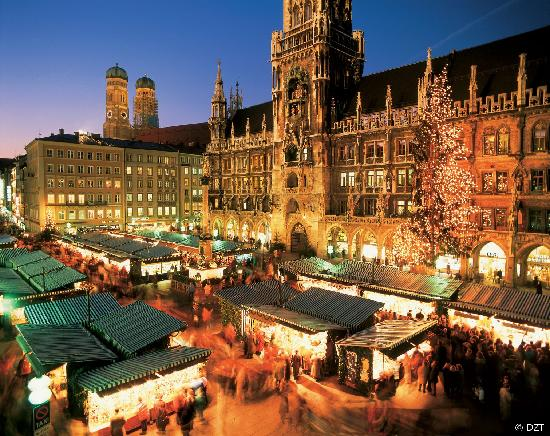 Alemania: Munich: Christmas market by the city hall