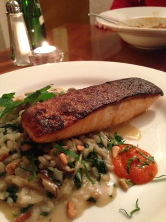 Alverne: salmon with risotto