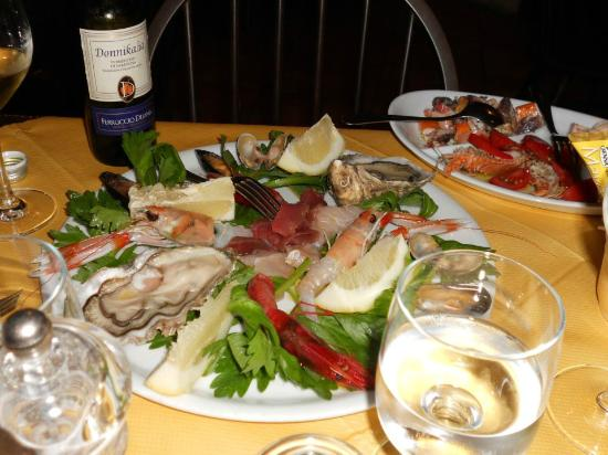 Lunamatrona, Italia: Cruditè di mare all' Harley Pub