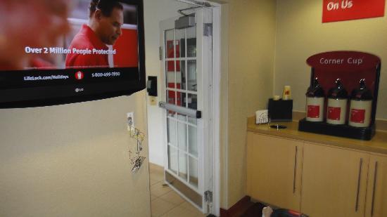 TownePlace Suites Miami Airport West/Doral Area: area donde ponen el desayuno