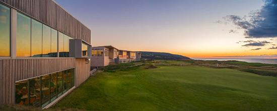 Cabot Links Resort: Panorama Restaurant overlooking the 18th green