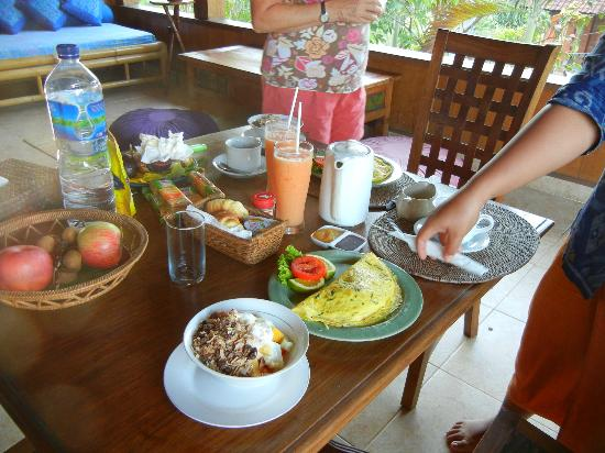 Kebun Indah: Breakfast on the lanai