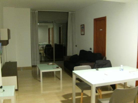 Apartaments Suites Independencia: Salle à manger/Salon