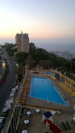 Dan Panorama Haifa: The pool is really nice, the service is good. There is also a pool for children