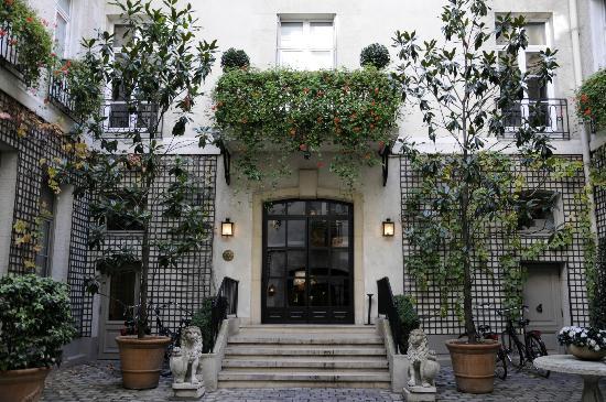Relais Christine: Hotel Entrance 