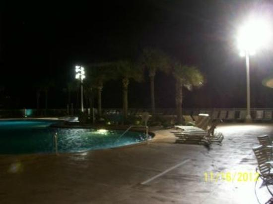 Wyndham Ocean Walk: Lights on the pool all night.