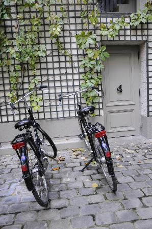 Relais Christine: Complimentary Bikes in Courtyard