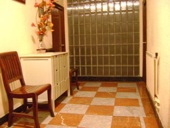 Bolina: lobby by bedrooms