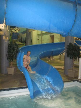 Travelodge Edmonton West: waterslide/pool area