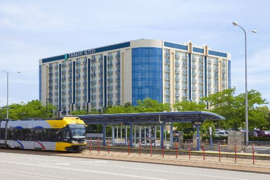 Embassy Suites by Hilton Minneapolis - Airport: Exterior Light Rail