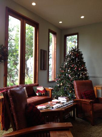 Brewery Gulch Inn: The Great Room Christmas tree