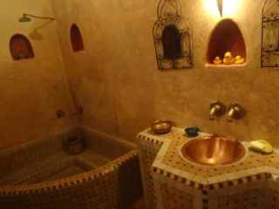 Dar Sienna: the bath was private, modern, and immaculately clean