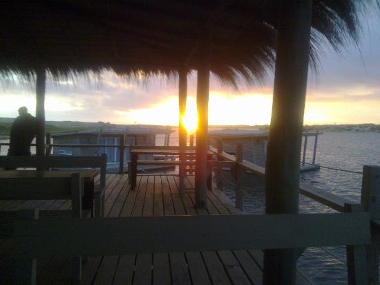 Laguna Garzon Lodge: atardecer en el mirador del restaurante