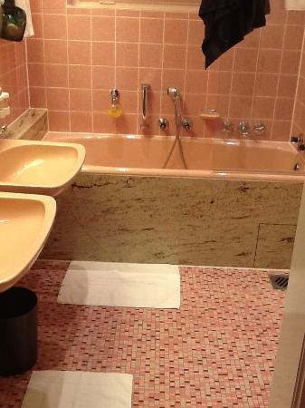 Der Europäische Hof Heidelberg: bathroom