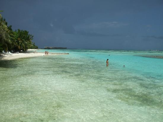 Adaaran Select Hudhuranfushi: Beach outside 200s