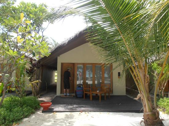 Adaaran Select Hudhuranfushi: Outside of bungalow